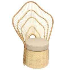Alege scaun peacock din ratan pentru un look indraznet.