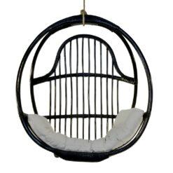 Scaun suspendat negru din ratan